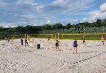 SFG Olpe weiht Beachvolleyball-Anlage mit Nationalteam ein
