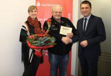 Gewerbeverein Finnentrop übergibt Hauptgewinn der Tombola
