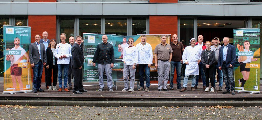 """Ausbildungskampagne """"frisch gebackene Azubis"""" der Bäcker-Innung gestartet - region, region-arnsberg-sundern"""